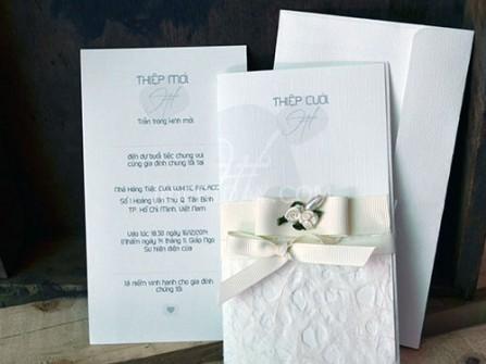 Thiệp cưới đẹp màu trắng phong cách sang trọng