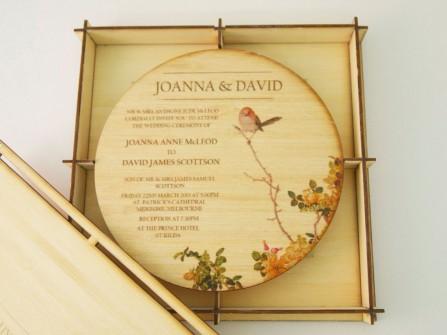 Thiệp cưới đẹp màu vàng bằng gỗ độc đáo