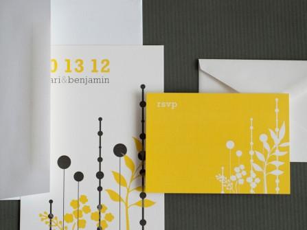 Thiệp cưới đẹp màu vàng phối cùng màu trắng đen