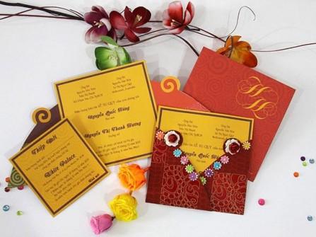 Thiệp cưới đẹp màu cam hoa văn xoắn ốc