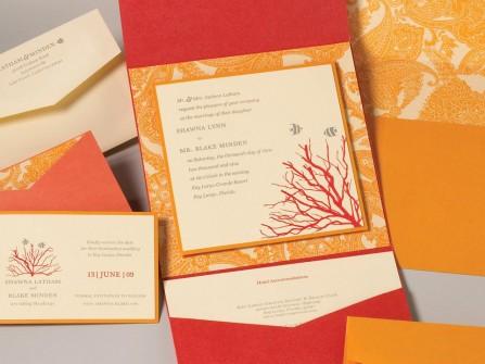 Thiệp cưới đẹp màu cam họa tiết cá và san hô