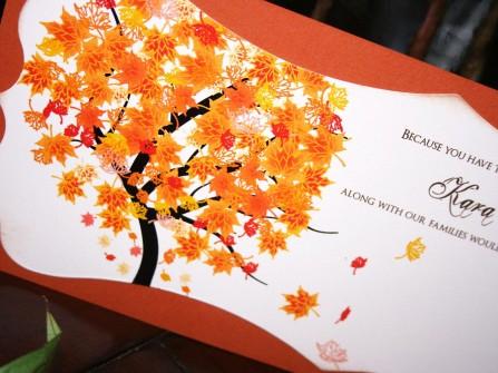 Thiệp cưới đẹp màu cam hình cây lá phong đỏ
