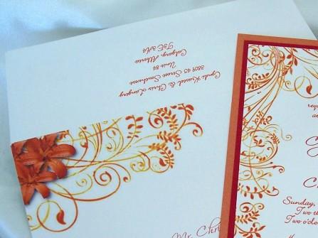 Thiệp cưới đẹp màu cam hoa văn lãng mạn