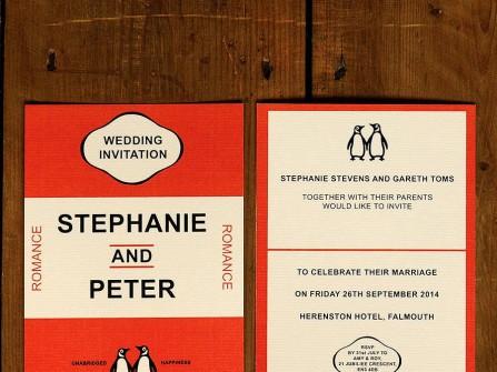 Thiệp cưới đẹp màu cam hình đôi chim cánh cụt