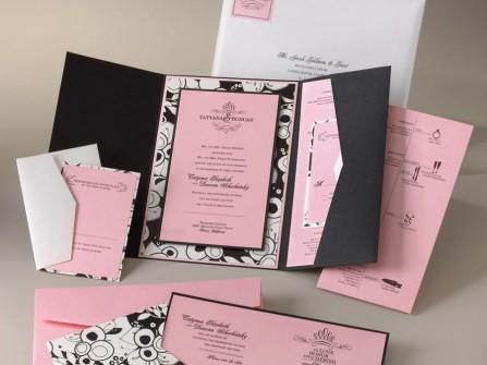 Thiệp cưới đẹp màu hồng phối hoa văn đen trắng