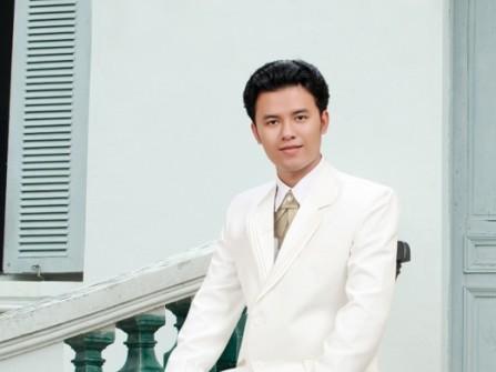 Vest cưới trắng kem phom chuẩn với ve áo xếp nếp