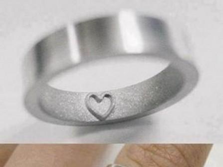 Nhẫn cưới khắc nổi mặt trong