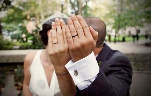 Nhẫn cưới hình xăm đơn giản