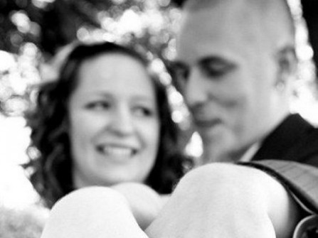 Nhẫn cưới hình xăm chữ cái