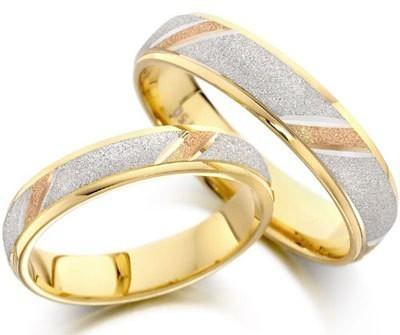 Nhẫn cưới pha trộn ánh nhũ