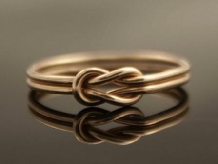 Nhẫn cưới vàng thắt nút