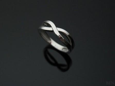 Nhẫn cưới vàng trắng đan chéo số 8