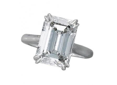 Nhẫn đính hôn mặt đá góc cạnh