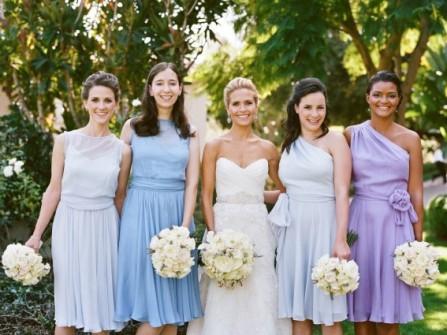 Váy phụ dâu tông màu tím pastel