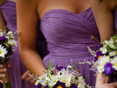Váy phụ dâu màu tím nhẹ nhàng, mềm mại