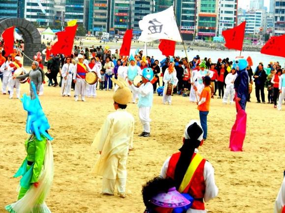 Chương trình biểu diễn nghệ thuật trên bãi biển