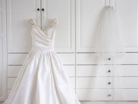 Mẹo bảo quản áo cưới theo chất liệu