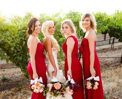 Váy phụ dâu màu đỏ dáng dài đẹp