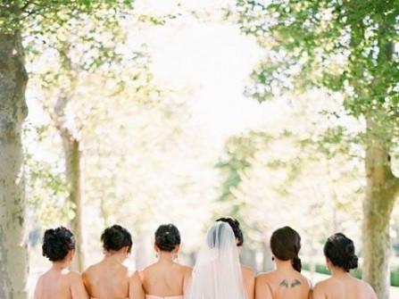 Váy phụ dâu màu nude thắt nơ sau lưng