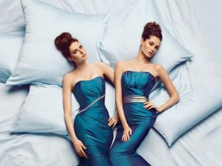 Váy phụ dâu màu xanh dương ôm sát người