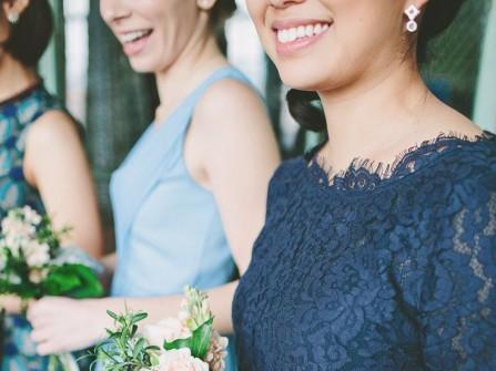 Váy phụ dâu màu xanh dương chất ren