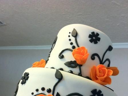 Bánh cưới 2 tầng trang trí hoa màu cam