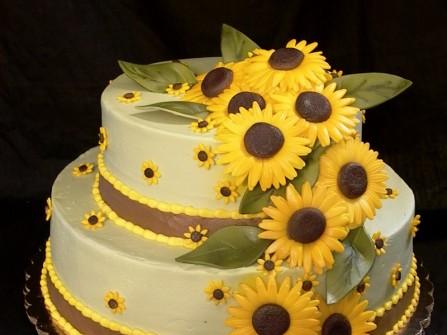 Bánh cưới màu vàng 2 tầng hoa hướng dương
