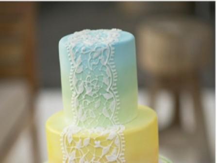 Bánh cưới ombre chuyển màu vàng và xanh