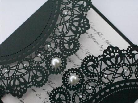 Thiệp cưới đẹp màu đen cắt laser tinh xảo