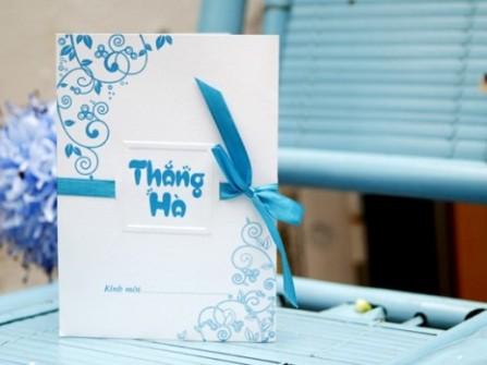 Thiệp cưới đẹp màu xanh dương phối ruy băng