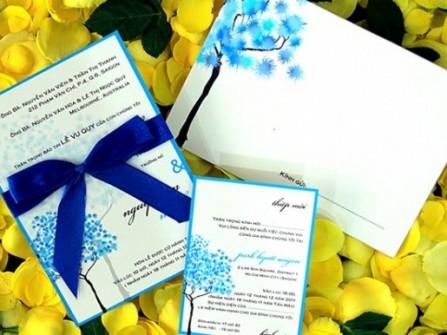 Thiệp cưới đẹp màu xanh dương vẽ nghệ thuật