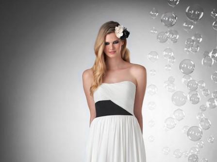 Váy phụ dâu dài, cúp ngực màu trắng