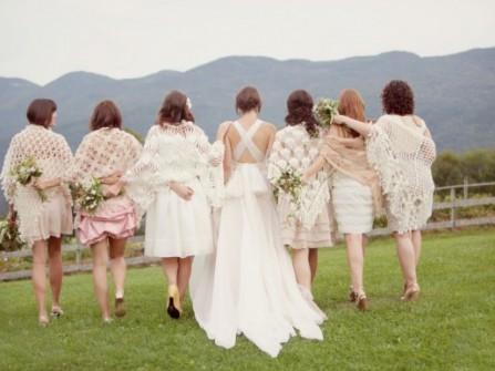 Váy phụ dâu màu trắng kết hợp nhiều kiểu dáng