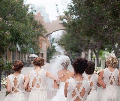Váy phụ dâu màu trắng lưng cách điệu