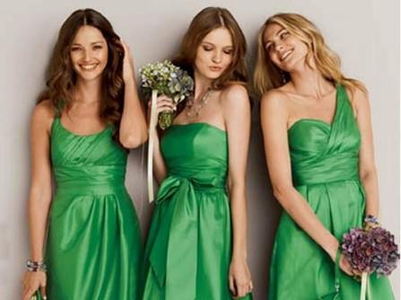 Váy phụ dâu màu xanh lá dáng ngắn
