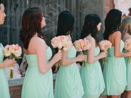 Váy phụ dâu màu xanh lá chất voan