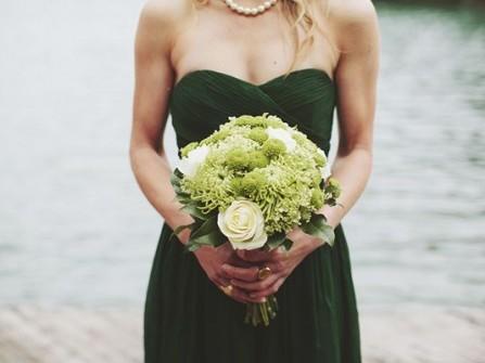 Váy phụ dâu màu xanh lá đậm