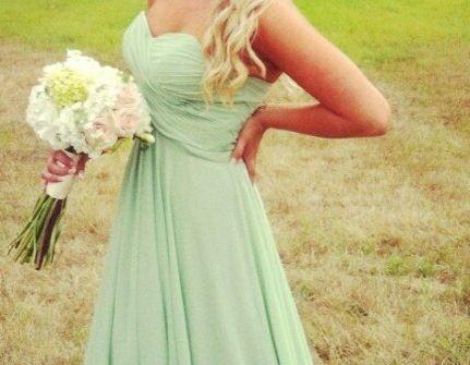 Váy phụ dâu màu xanh lá dáng dài qua chân