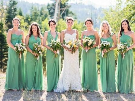 Váy phụ dâu màu xanh lá chất vải mềm