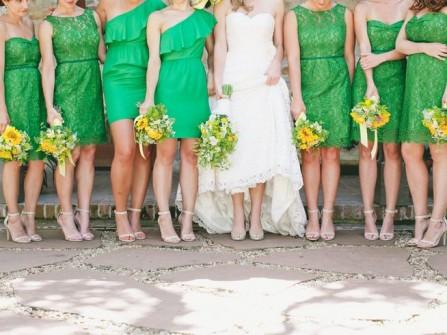Váy phụ dâu màu xanh lá đậm pha ren lớp ngoài
