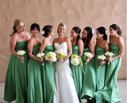 Váy phụ dâu màu xanh lá cúp ngực dáng dài