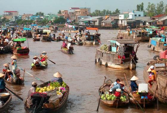 Chợ nổi Cái Bè đậm chất văn hóa miền Tây.