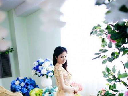 Áo dài cô dâu màu vàng pastel đuôi xòe