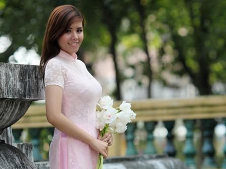 Áo dài phụ dâu màu hồng phấn
