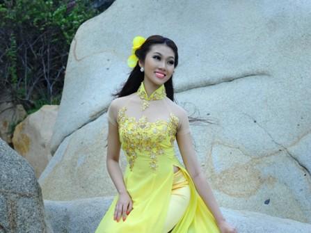 Áo dài cưới màu vàng chanh đính kim tuyến