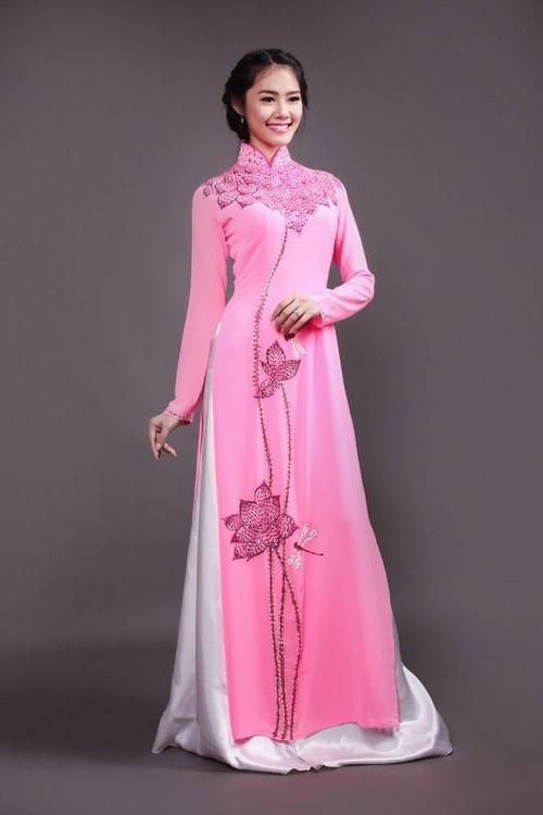 Áo dài lụa hồng thêu họa tiết vẽ hoa sen