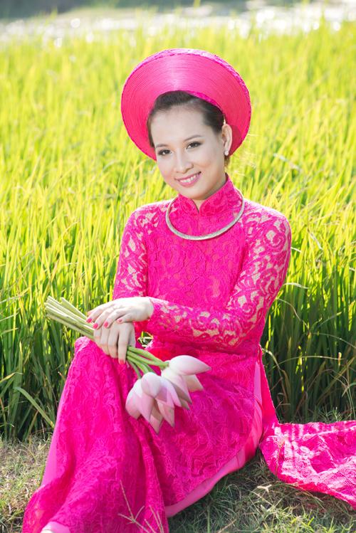 Áo dài ren hồng tay trong suốt