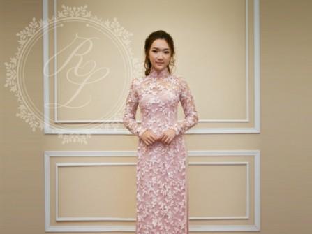 Áo dài cưới ren màu hồng phấn