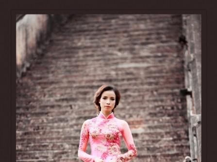Áo dài cưới màu hồng phấn thêu hoa