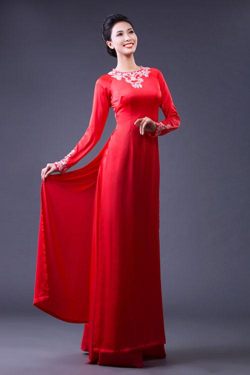 Áo dài cưới lụa đỏ cổ thuyền thêu họa tiết